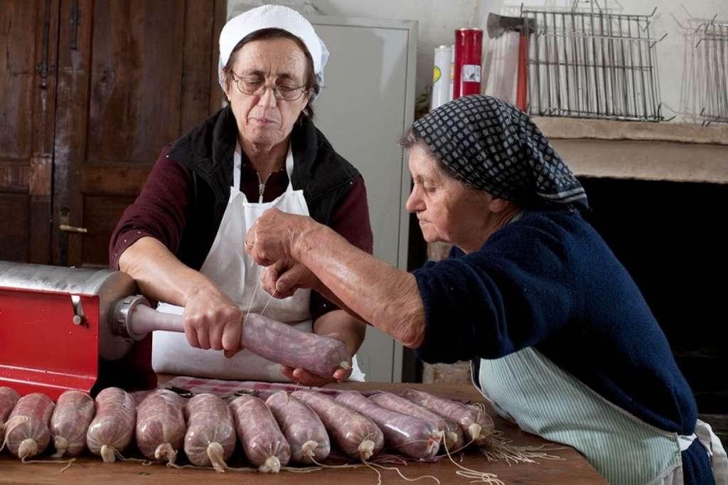 Preparazione del salsicciotto frentano