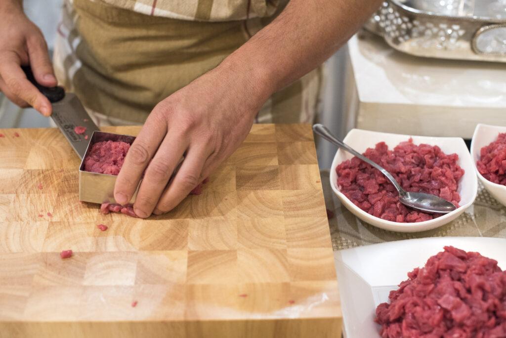 Tartare con carne battuta a coltello